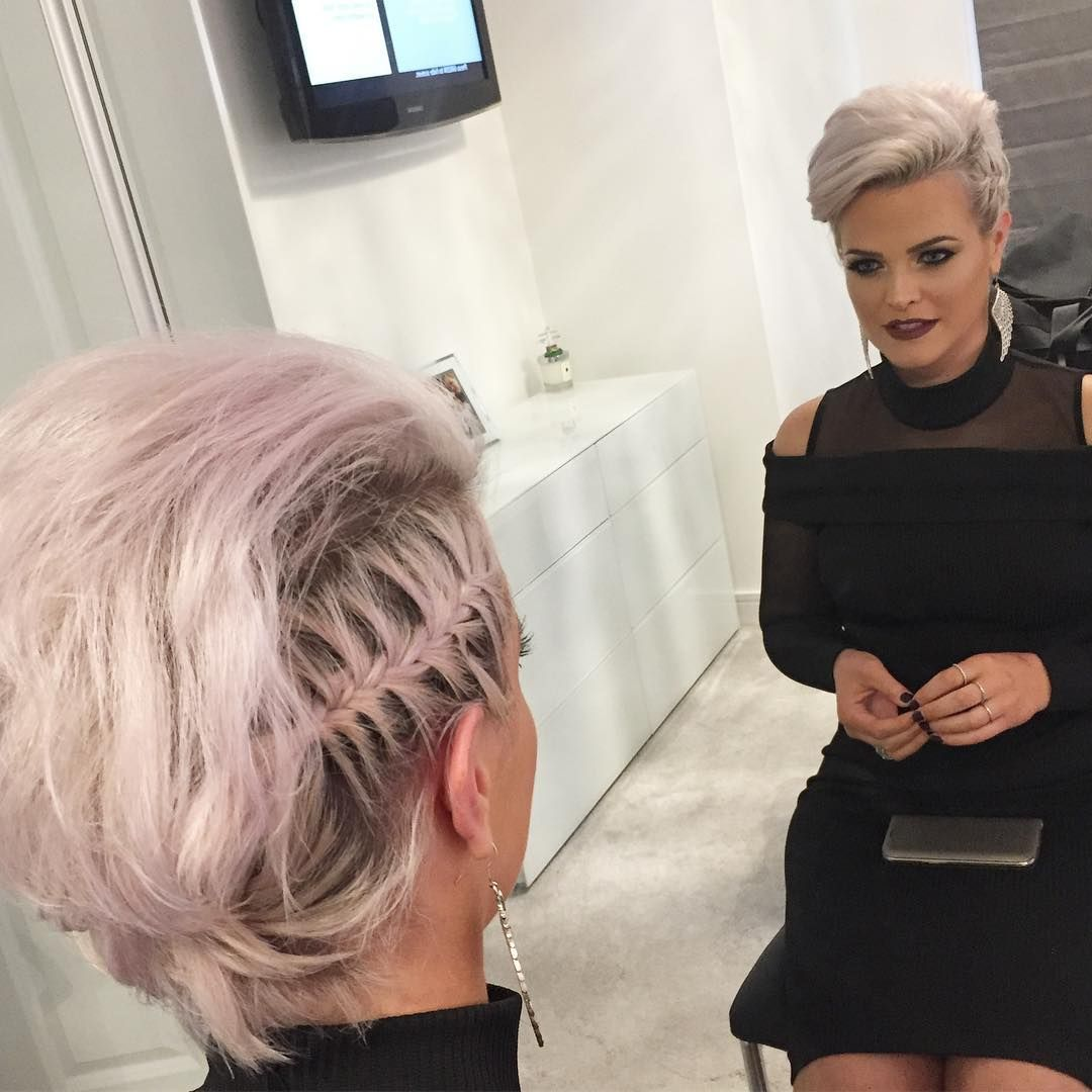 30 Perfect New Year S Eve Short Hairstyles To Ring In 2020 Short Hair Styles Hair Styles Straight Blonde Hair