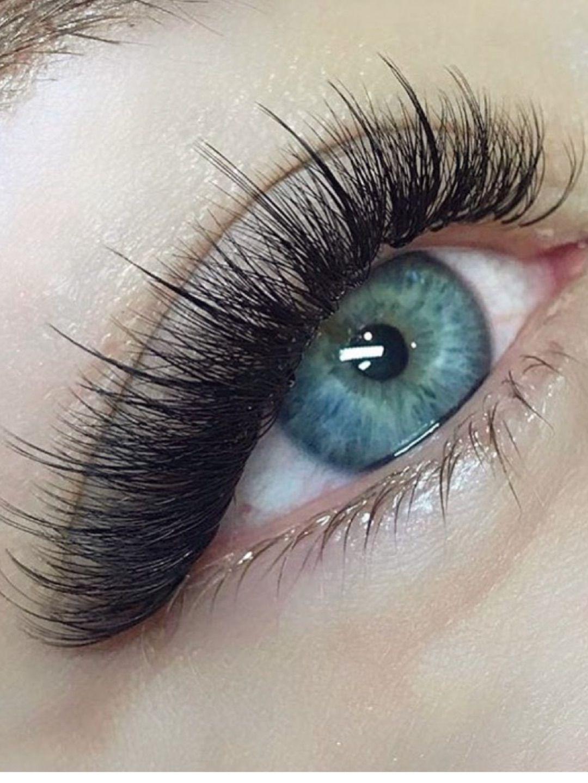 Eyelash extensions by Rayraliz Fuentes in 2020 Eyelashes