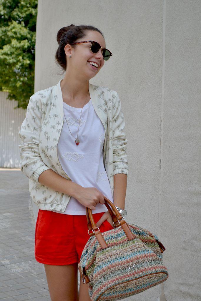 Cómo combinar un short rojo en tu look de primavera