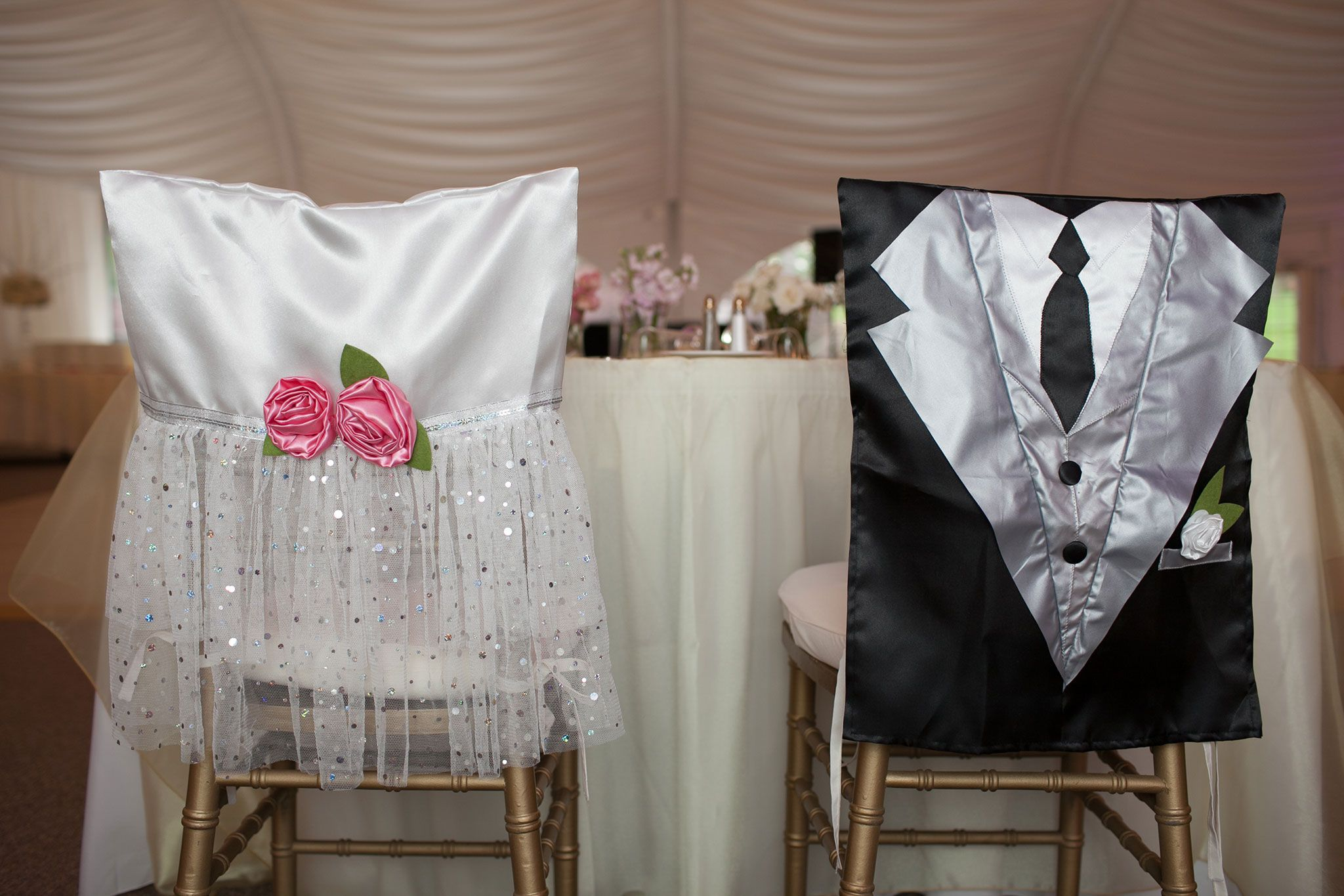 How adorable are these chair covers for the sweetheart table