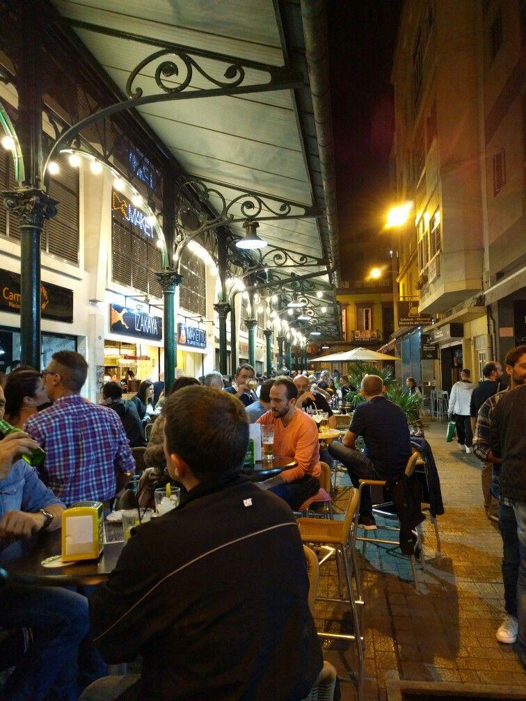 Drag på sidan av el mercado del puerto