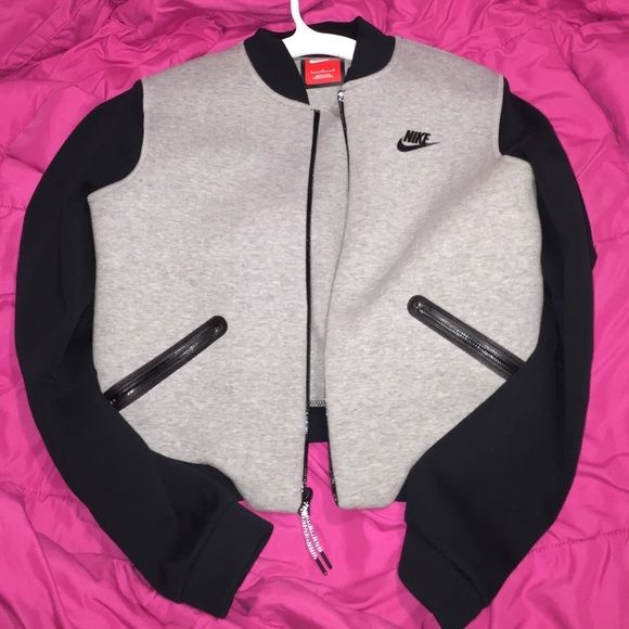 womens nike grey bomber jacket Large womens nike grey bomber jacket -  basically new!! Great for the upcoming season and perfect for a sporty look  Nike ... ee701f31e