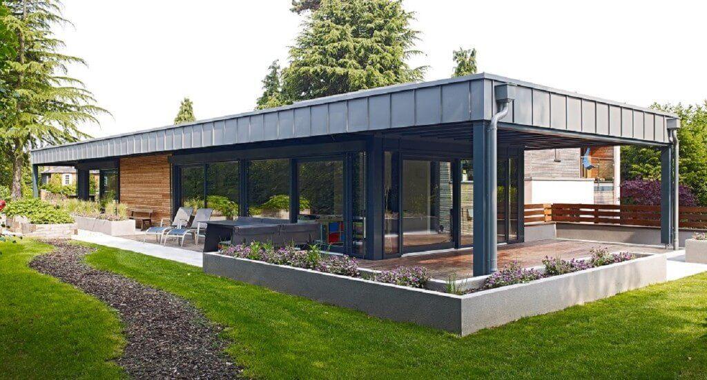 pin von hausbaudirekt auf hausbaudirekt haus bungalow holzhaus bungalow und fertighaus bungalow. Black Bedroom Furniture Sets. Home Design Ideas
