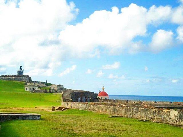 Visiting El Morro, Puerto Rico. . . . . . . . . . . #travel #wanderlust #explore #adventure #happy #puertorico #pr #elmorro #history #caribbean http://tipsrazzi.com/ipost/1521708809570060867/?code=BUeMhmWAYpD