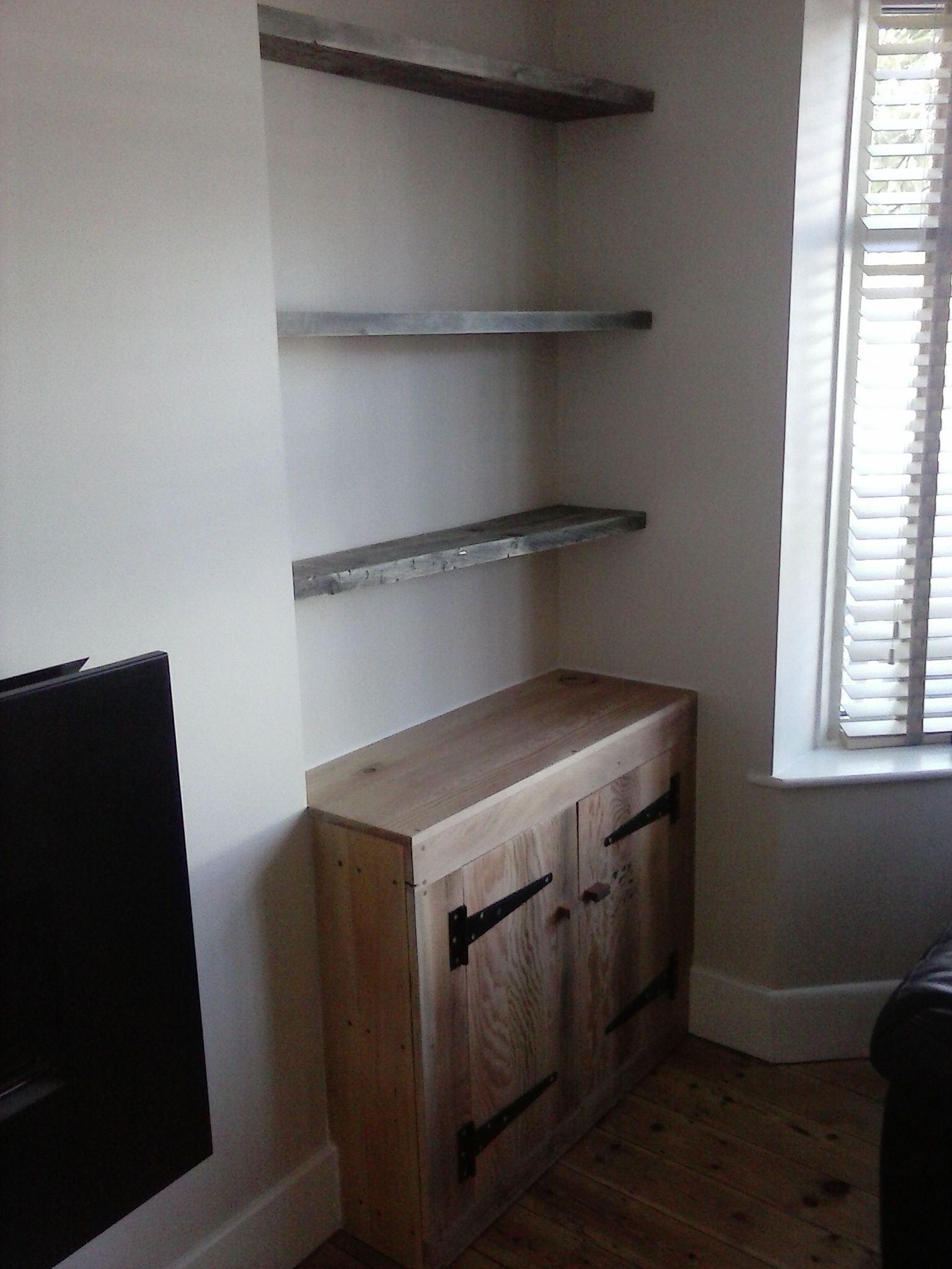 Floating Upcycled Scaffold Board Shelves Using Hafele Concealed Brackets With