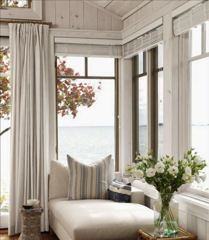 Clever combination of high-hung curtains with slat blinds to the adjacent window. All in taupes and a touch of blue.