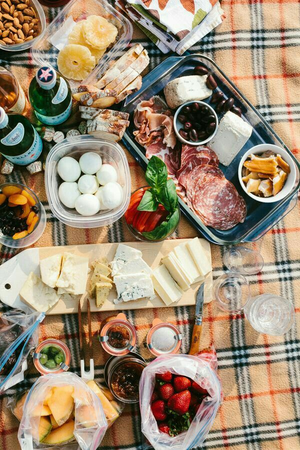 Picnic Spring Date Ideas Picnic Foods Food