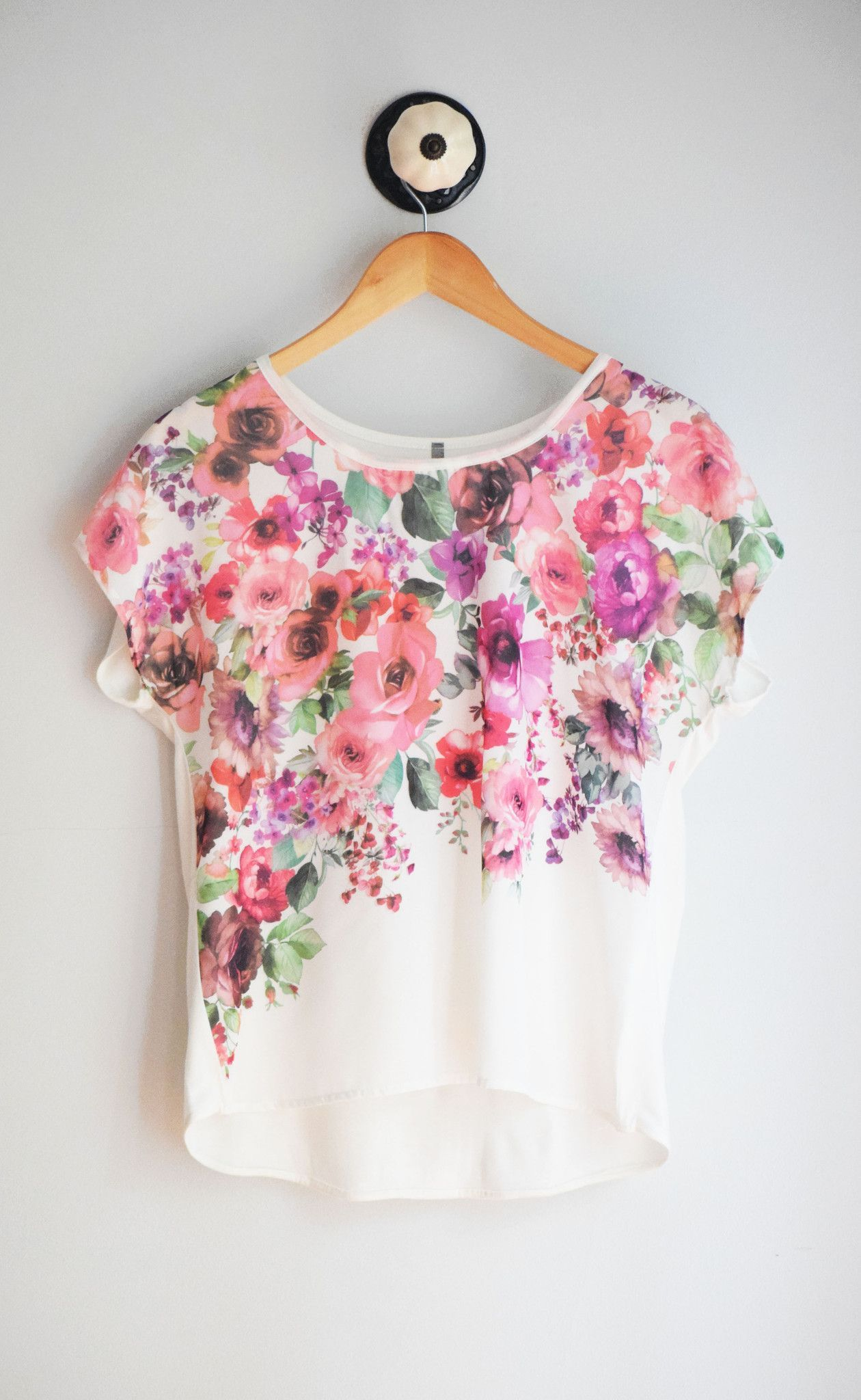 Floral Tee – Winsome Jones | Can I Wear This? | Pinterest | Blusas ...