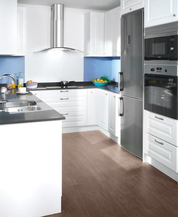 La distribuci n de los muebles en u es ideal para la for Distribucion de muebles de cocina