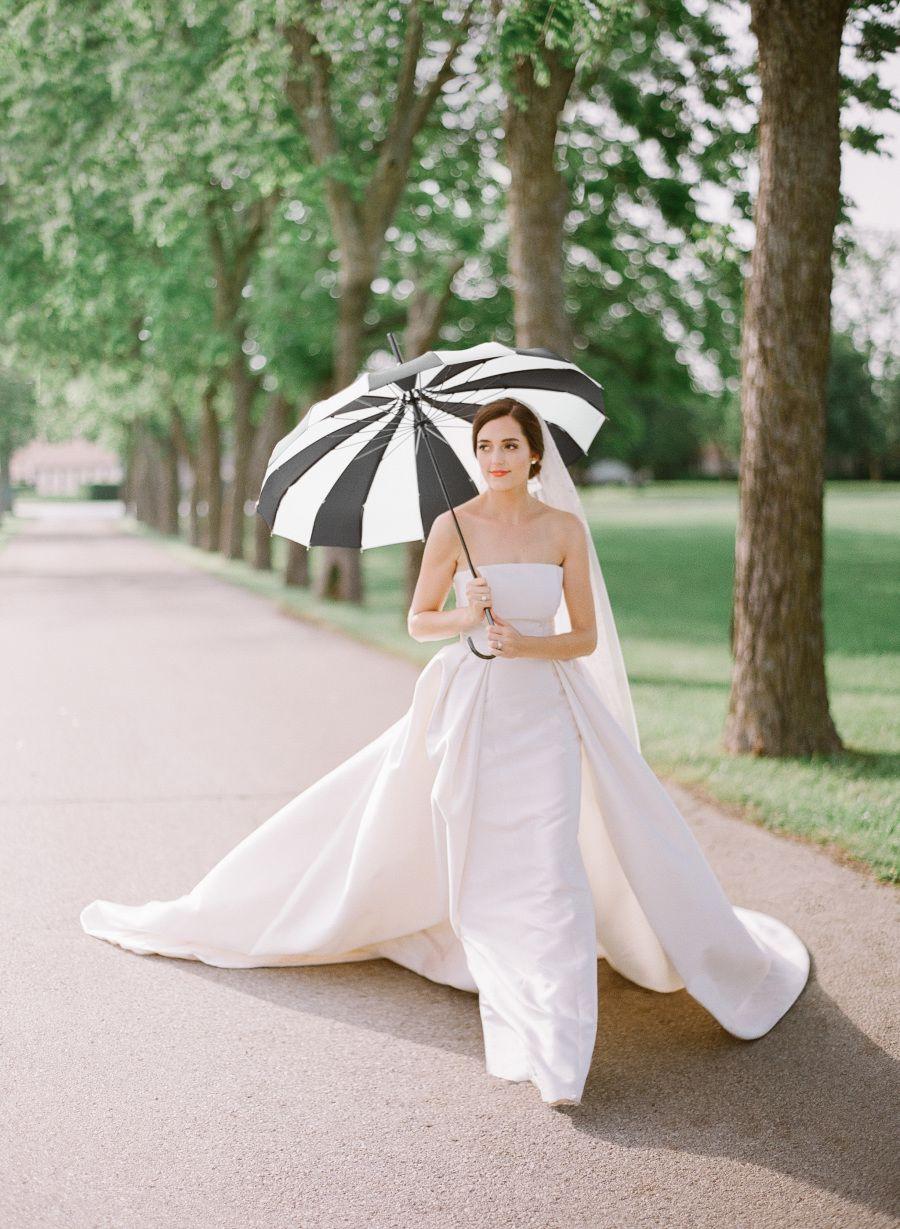 A Charming Southern Wedding With A Fashionable Twist Minimalist Wedding Dresses Minimal Wedding Dress Wedding Dress With Veil [ 1229 x 900 Pixel ]