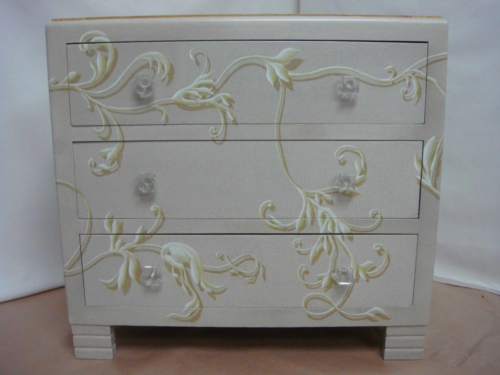 Meubles Peints Magenta Clermont Ferrand Commode Avec Feuillage Meuble Peint Blogspot Com Painted Furniture Painting Old Furniture Furniture Makeover