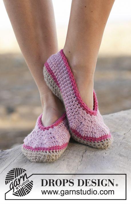 Crochet DROPS slippers in \