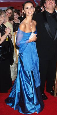 "PENELOPE CRUZ IN RALPH LAUREN   WHERE 72nd Annual Academy Awards in Los Angeles WHY WE LOVE IT ""Ralph's clothes never upstage the woman wearing them. He took his classic shape, pulled it off the shoulder and added an incredibly sheer shawl."""