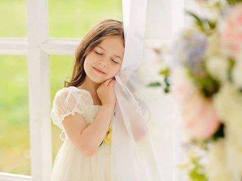 ابتسم ولا تمل ، فالإبتسامة تغلق أبواب الهم وتضيء مصابيح الفرح.. ابتسم فالإبتسامة تذيب الهموم والأحزان وتوقظ السعادة من سباتها .. ابتسم فكل الآلام لا يقهرها سوى تبسمك.. ابتسم ولا تحرم نفسك الأجر بإدخال السرور على قلب أخيك.. ابتسم ويكفيك ان ترى الآخرين...
