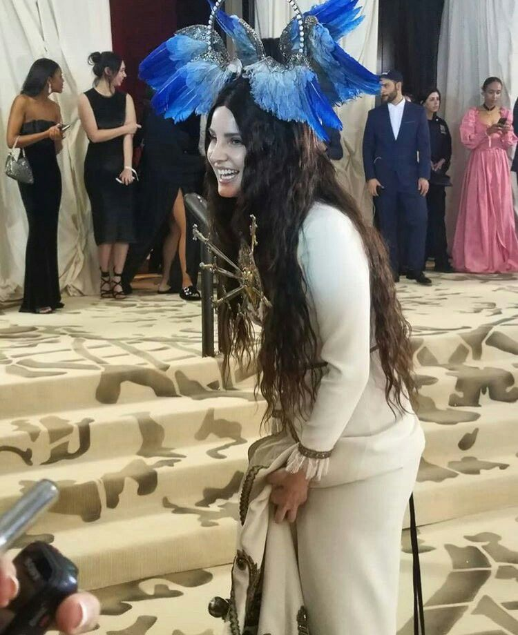 Lana Del Reys new black hair at GQ Men Of The Year Awards