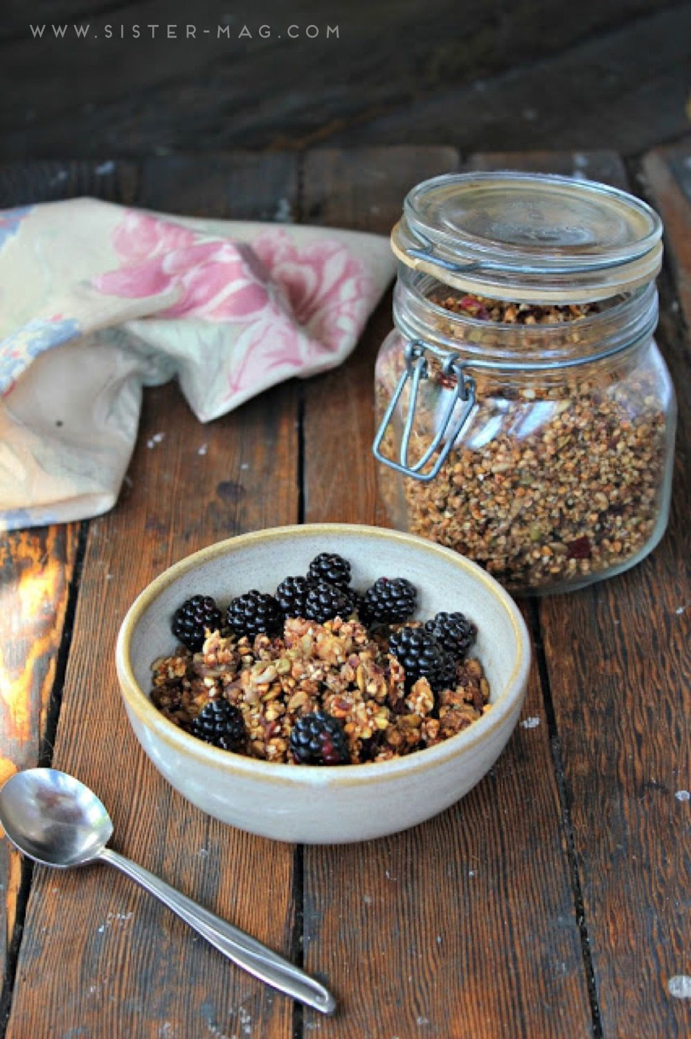 Sprouded Buckweat Granola by #WholeHeartedEats // Gekeimtes Buchweizenmüsli von www.wholeheartedeats.com #Food #Recipe #sisterMAG15