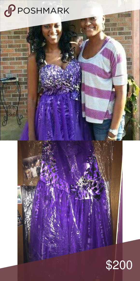 Prom Dress Only wore it once . Selling it for $200 Dresses Prom
