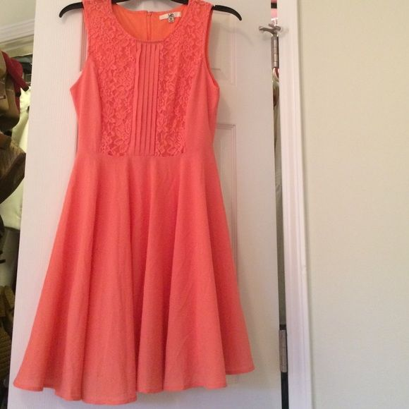 Sleeveless orange/peach dress Sleeveless orange/ peach dress. Never worn! Just not my style anymore but it's a great quality dress for the Spring! Francesca's Collections Dresses Mini