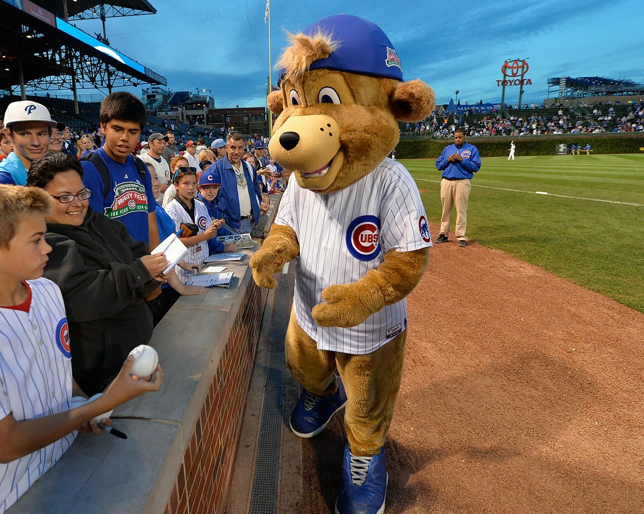 Ranking The Mlb Mascots Cubs Mascot Mascot Chicago Cubs