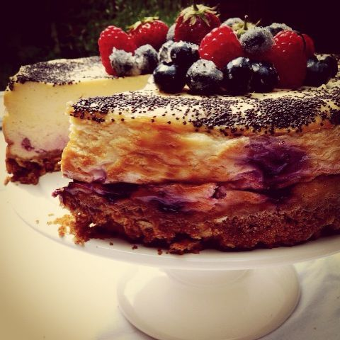 Baked berry cheesecake