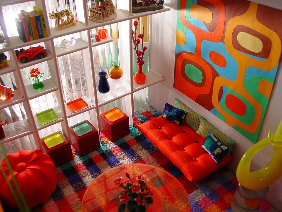 Mod mini room - with collectables and artwork  http://kristapeel.com/artwork/101398_the_collector_roombox.html