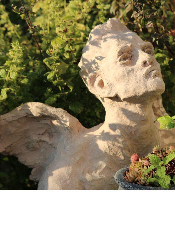 still in my garden: herbs angel, terracotta (Elvira Günther from Stuttgart) Mein Kräuter-Engel, aus Terracotta, nicht glasiert...