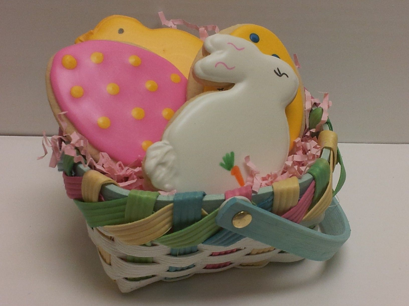Easter basket. | Easter cookies, Iced sugar cookies, Sugar ...
