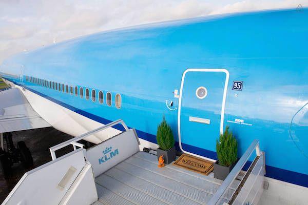 L'APPARTEMENTO ALL'INTERNO DI UN AEREO!http://www.deejay.it/news/airbnb-non-potrebbe-essere-piu-air-ecco-lappartemento-allinterno-di-un-aereo/408680/