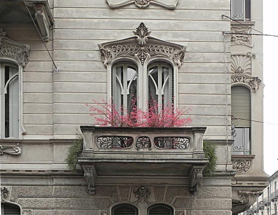 Casa girardi 1906 pietro fenoglio finestre del primo piano lato via - Finestre a bovindo ...