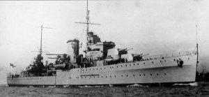 HMS Ajax (22) - Incrociatore leggero ClasseLeander - Completata3 giugno 1935 - Dislocamento9.740 Lunghezza169 m Larghezza17 m Pescaggio5,8 m Propulsionevapore: 6 caldaie a tubi d'acqua 1 turbina Parsons 4 eliche Potenza: 72000 hp Velocità32 nodi Autonomia5.730 miglia a 13 nodi Equipaggio570 - Radiatafebbraio 1948