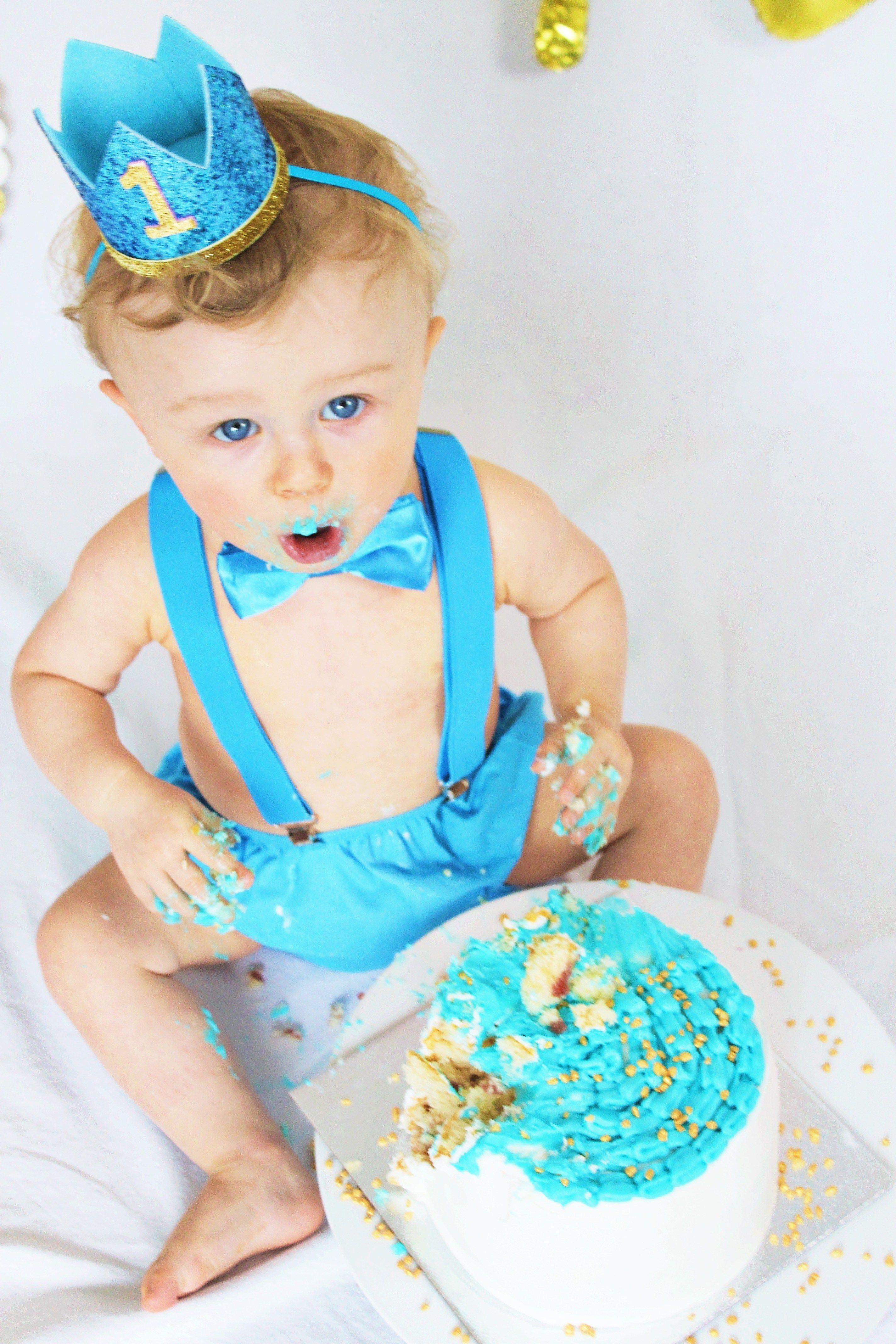 Awe Inspiring Cake Smashing For Babys 1St Birthday Lets Talk Mommy A Family Personalised Birthday Cards Fashionlily Jamesorg