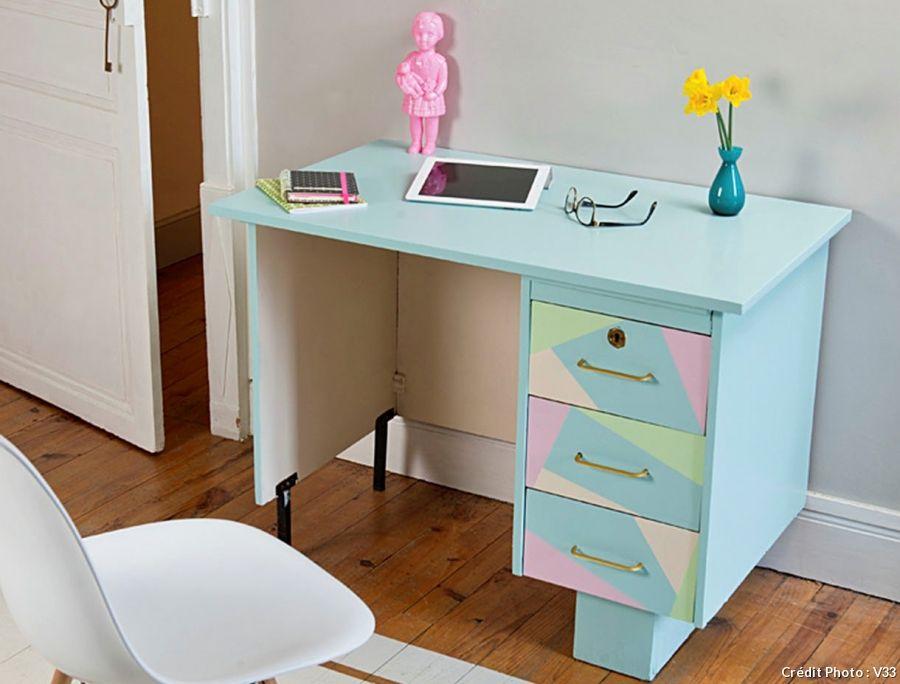 Customiser un bureau avec de la peinture pastel bureau en bois la