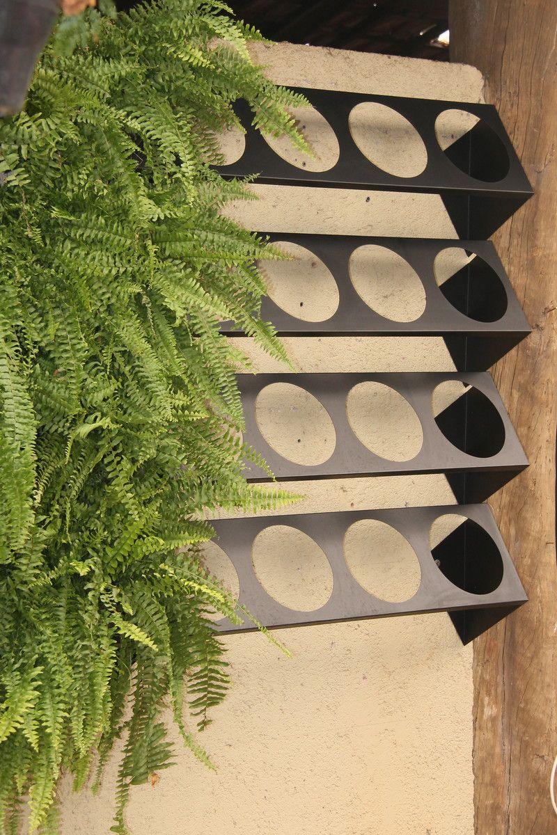 Resultado de imagem para jardim vertical Jardim com estrutura modular de plástico