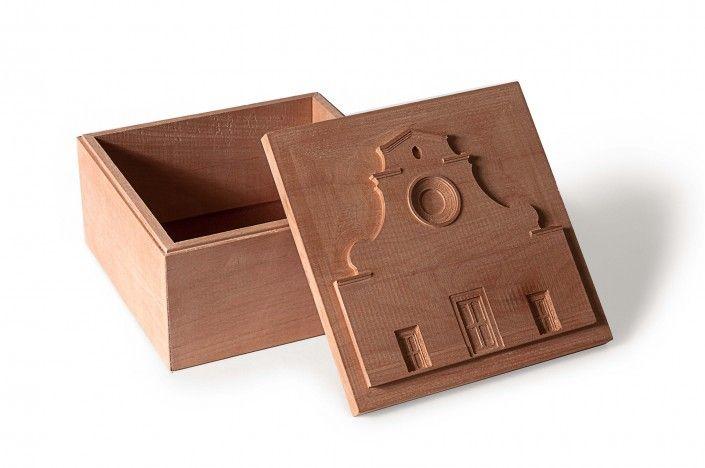 Santo Spirito. Scatola in legno di pero dim.15x15x8cm.