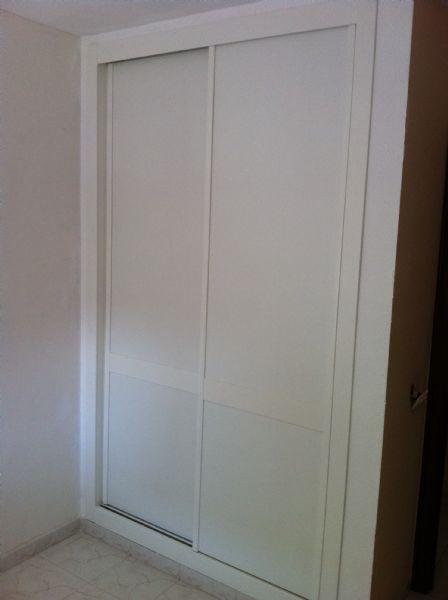 Armario de 2 puertas correderas lisas en melamina blanco - Puertas correderas armarios empotrados ...