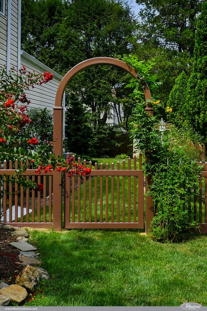 Illusions Pvc Vinyl Fence Photo Gallery Illusions Fence Backyard Fences Outdoor Curb Appeal Vinyl Fence