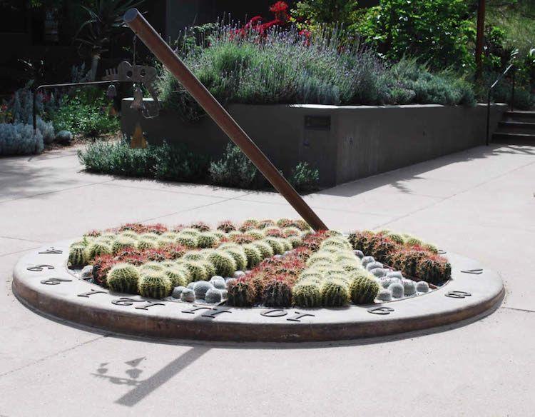 sonnenuhr im garten mit pflanzen attraktiv selber gestalten garten pinterest sonnenuhr. Black Bedroom Furniture Sets. Home Design Ideas