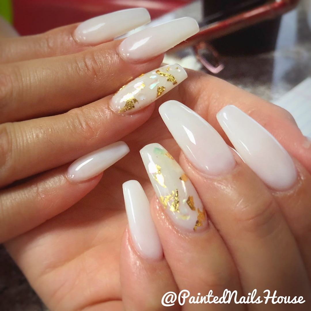 Elegant Nail Design With Off White Color Crushed Seashell And