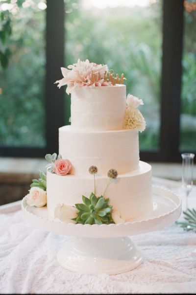Yummy cake: http://www.stylemepretty.com/north-carolina-weddings/highlands/2015/03/19/whimsical-and-romantic-old-edwards-inn-wedding/   Photography: Ashley Seawell - http://ashleyseawellphotography.com/