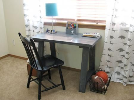 Simple Small Trestle Desk Diy Desk Plans Diy Kids Desk Small Trestle Desk
