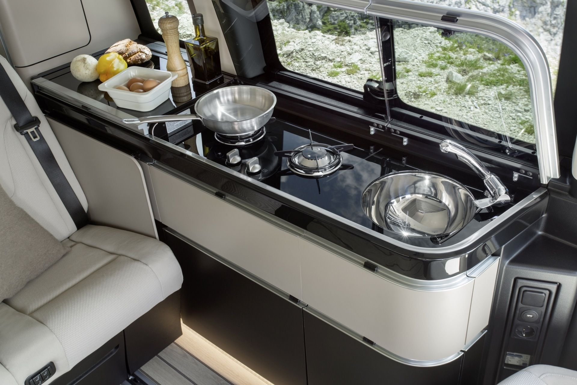 Mercedes Benz Presenting With Its New Recreation Marco Polo Activity Photo Gallery Im Mercedes Camper Mercedes Sprinter Camper Van Mercedes Sprinter Camper