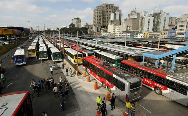 #Protestos: Sindicalistas fecham 16 terminais de ônibus em SP | Os sindicalistas chegaram aos terminais por volta das 8h e, gradativamente, fecharam as saídas do locais. Passageiros conseguem entrar, mas os ônibus não podem sair. http://mmanchete.blogspot.com.br/2013/07/sindicalistas-fecham-16-terminais-de.html#.Ud2dU_lQGSp