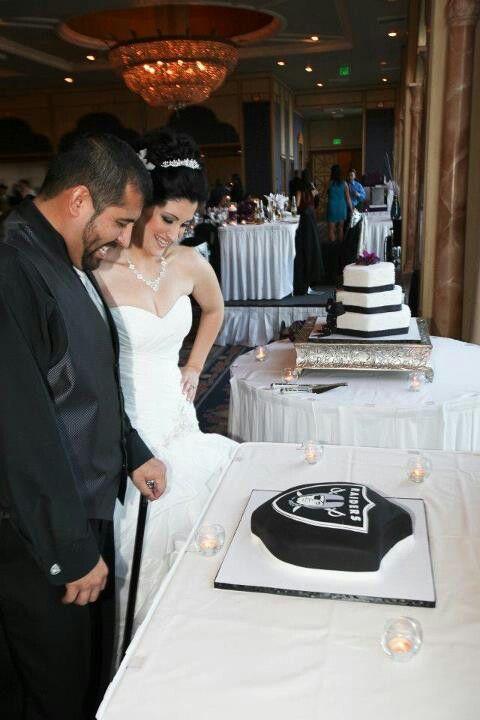 Pin By Michael Anthony On Fantasy Wedding I Wish Raiders Wedding Raiders Cake Raiders