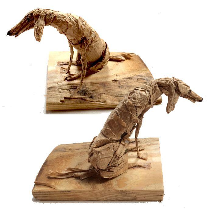 hondje van papieren zakje, naaigaren op houten voetje (15 euro, verzendkosten 5 euro bij Etsy of op de fb pagina de winkel van muis