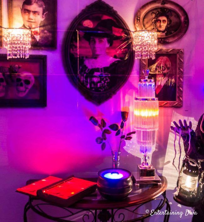 These spooky indoor Halloween lighting effects and ideas are perfect for your Halloween party or haunted house.   Indoor Halloween Decor Ideas