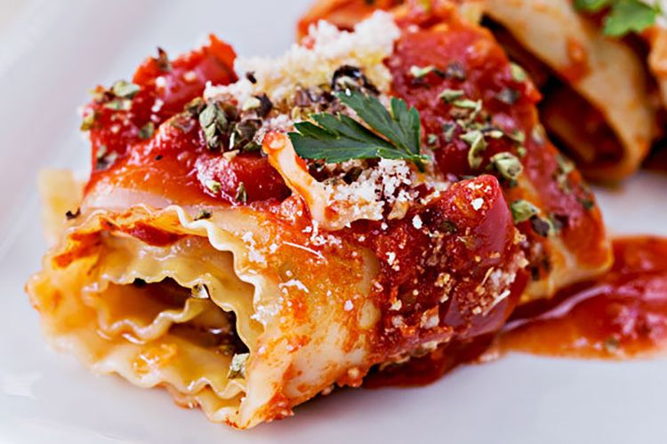 Clean Eating Pizza Lasagna Rolls