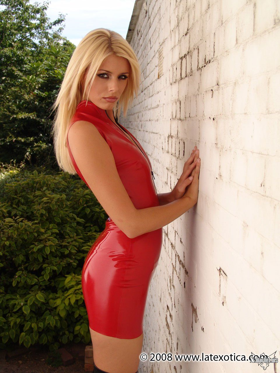 Alicia/ Simone Linsell . Red latex Dress. | Photo Inspiration: Girl ...