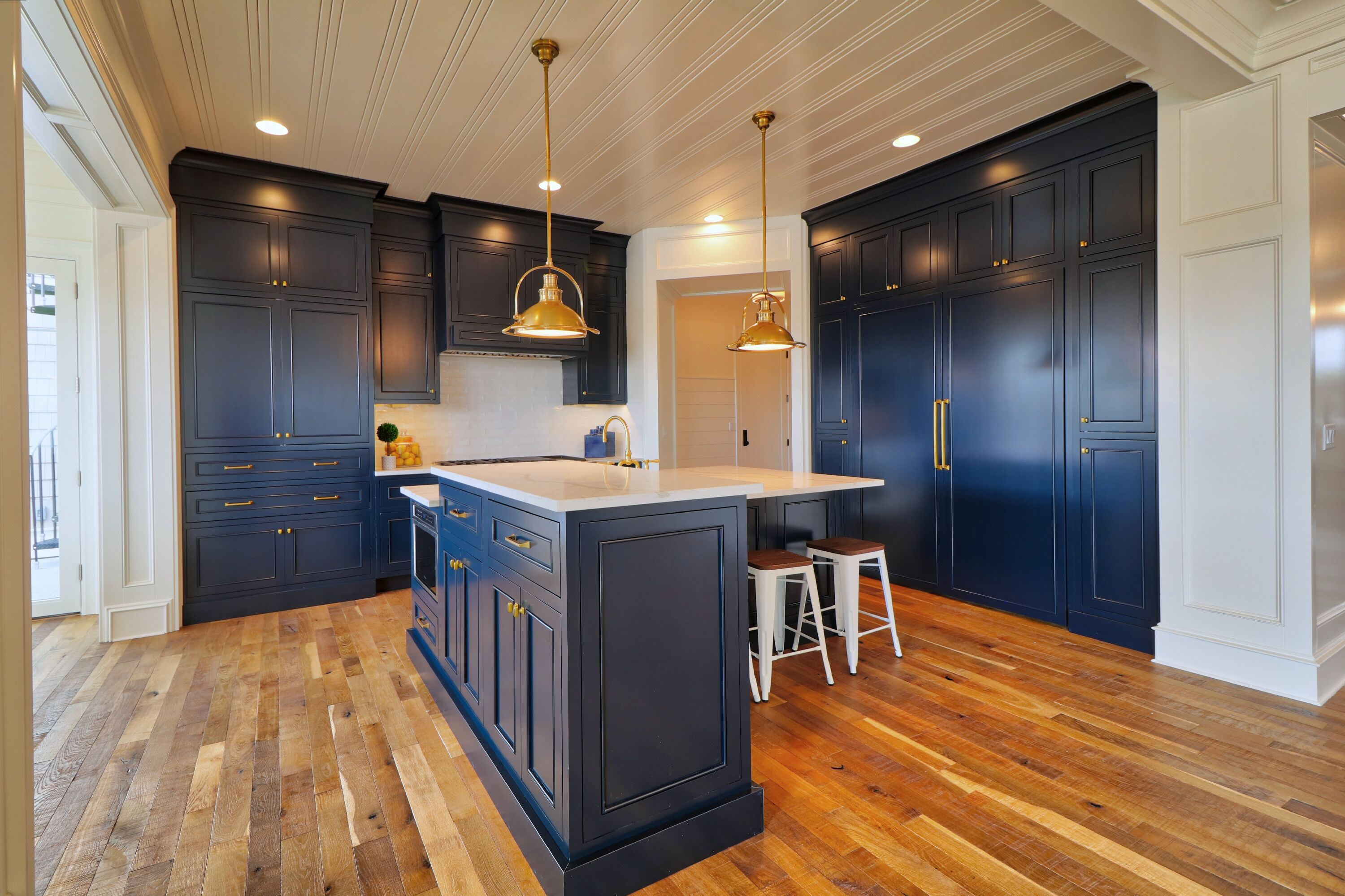 The Dark Blue Cupboards Contrasted Against The Light Hardwood Flooring Is What Makes This Design So Uniq Blue Cupboards Modern Kitchen Light Hardwood