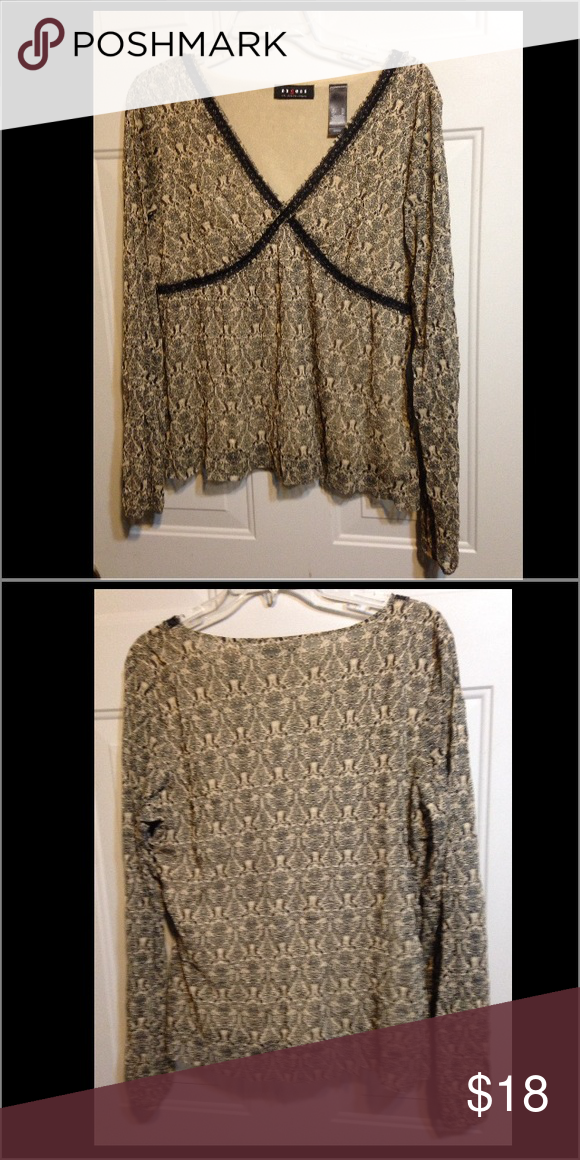 Liz Blouse Great Blouse to dress up or go casual Liz Claiborne Tops Blouses