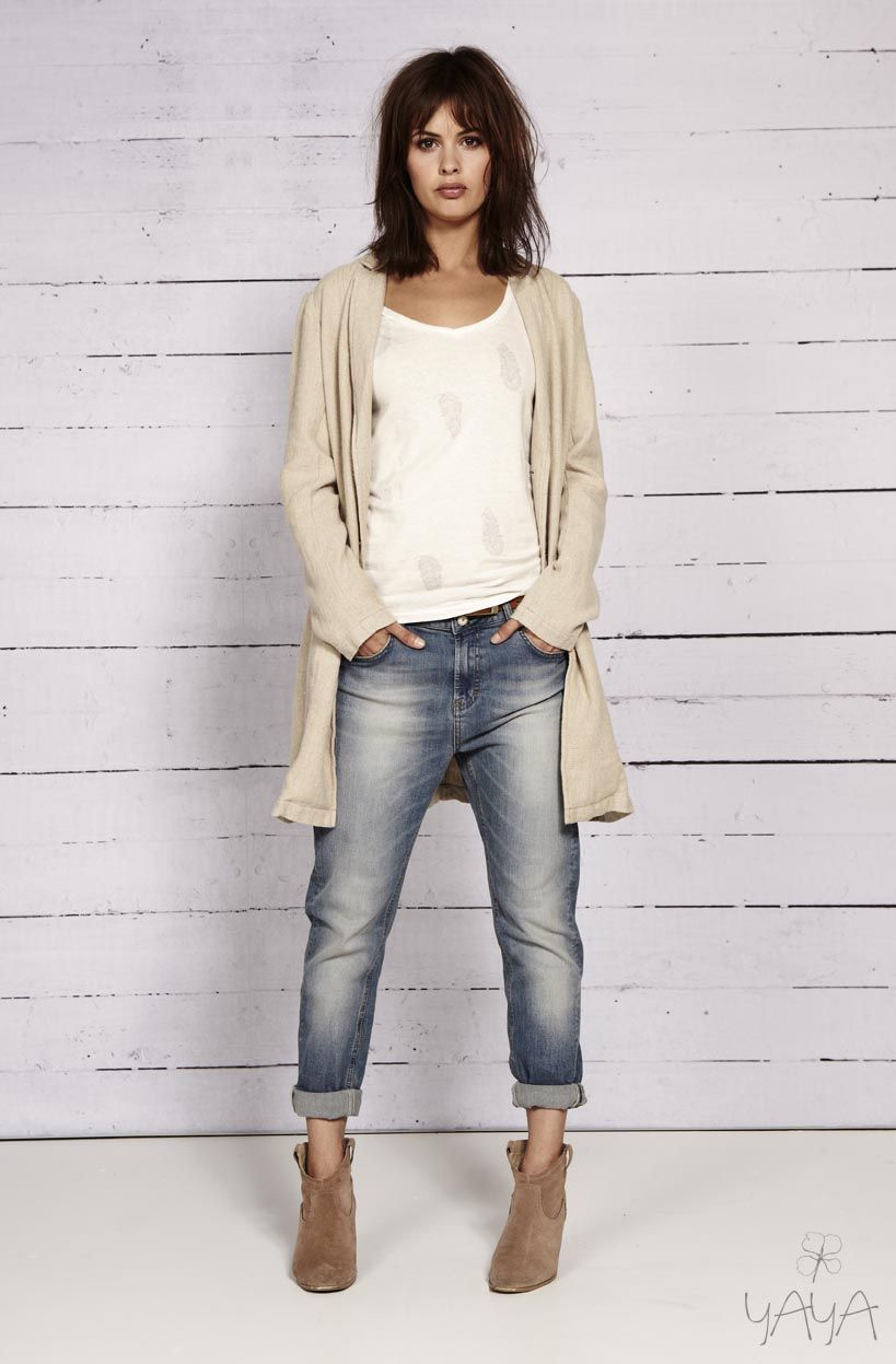 cd51e57318672 White tee, striped long beige sweater, BF jeans, booties | Wake Up ...